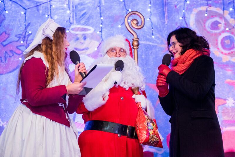 Śnieżynka, święty Mikołaj iAleksandra Dulkiewicz Prezydent Gdańska